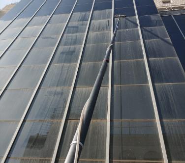 ניקוי חלונות בגובה-חברת פאפא פוליש וניקיון